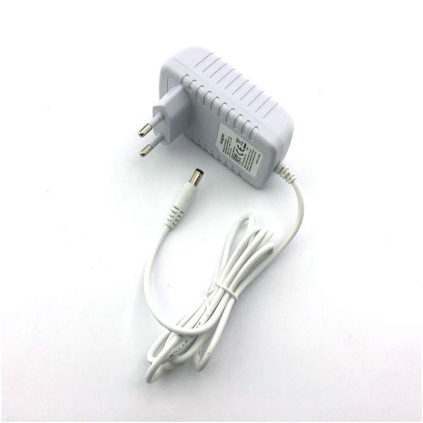 LED  ZDROJ 12V 24W 2A bílý